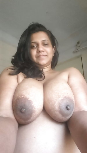 Big boobs indian desi auntys show her boobs pussy ass