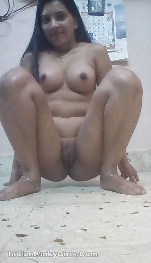Desi NRI Bhabhi Hairy Big pussy