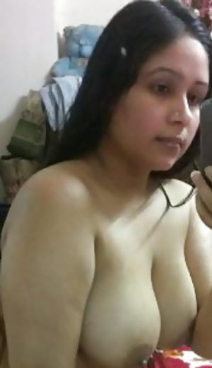 Desi Indian chubby wife nude selfy.dick raising