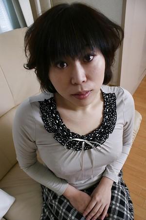 Goodly slut Yoshiko Sakai has a hairy vagina and wants to play with it
