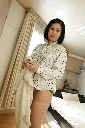 Fatty black-haired Asian milf Toyomi Furui slowly undresses!