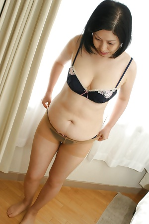 Japanese cute mature Toyomi
