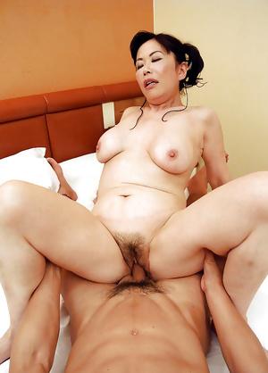 Japanese mature Mano