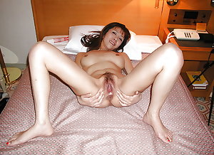 Japanese Amateur Mature Sluts 32